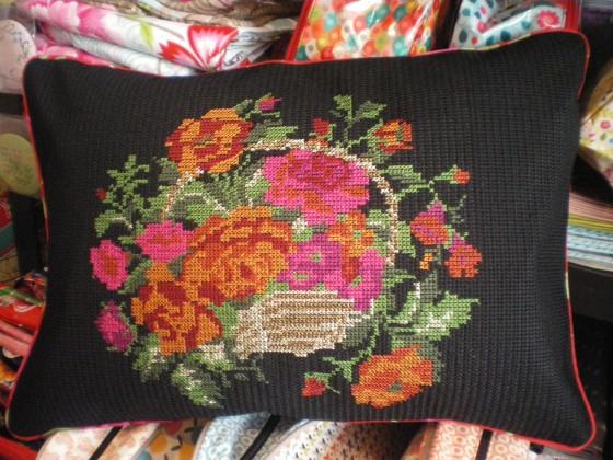 Coussin coton, intérieur plumes, 35x50 cm (84 euros)