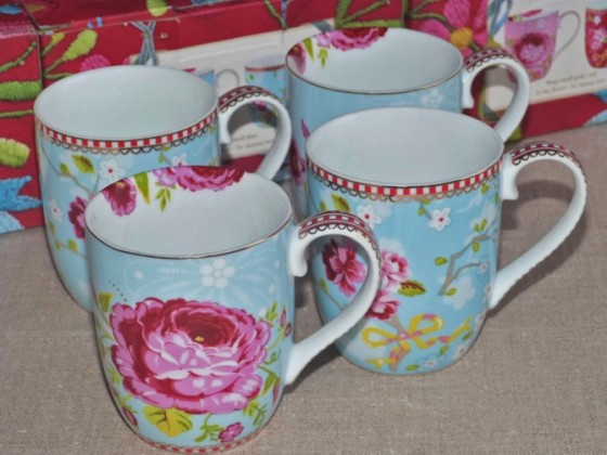 Coffret de 4 mugs assortis bleu (45,50 euros)