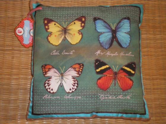 Coussin Pip Home Butterflies, envers velours, papillons en relief (35x35 cm, 49,80 euros)