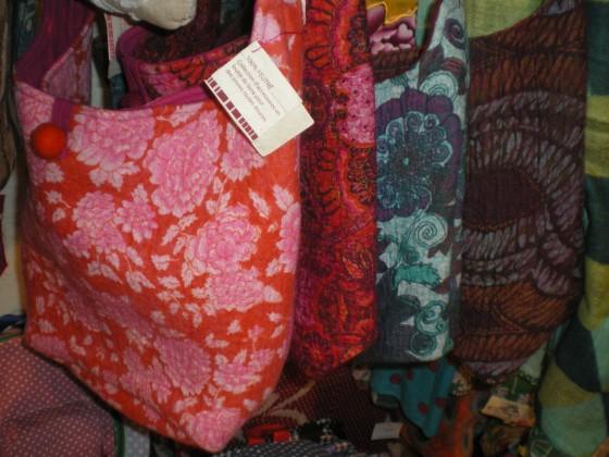 Très grandes besaces Lamali en pure laine, intérieur coton (37,50 euros)