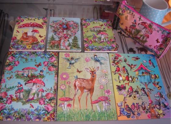 Carnets (4 euros), cahiers (5,90 euros) et trousse (17,50 euros), le tout Barbara Behr pour Roger La Borde