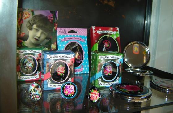 Bijoux Melle Héloïse pour La Marelle : bagues (16,90), barrettes (10 euros la paire), B.O. (17,50 euros) et miroir de sac (8 euros)