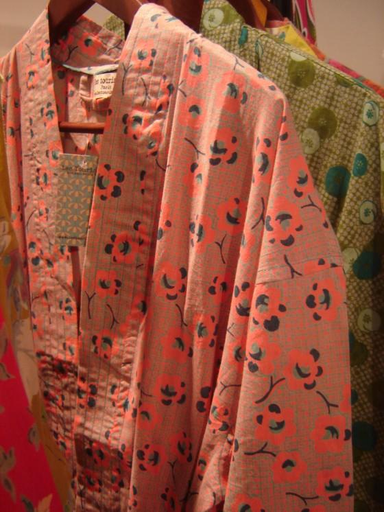 Peignoirs en popeline pur coton, taille unique, plusieurs motifs et coloris (46 euros)