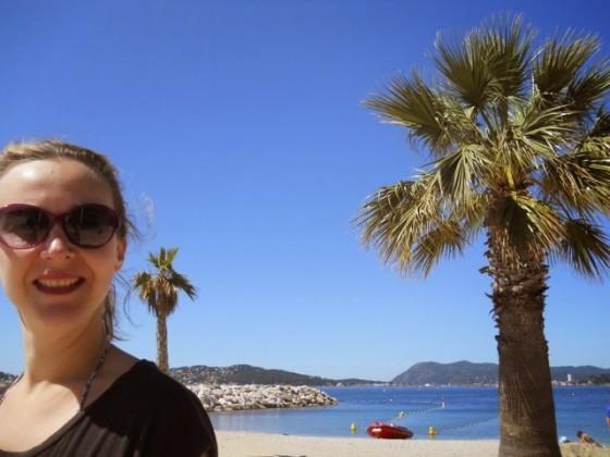 Pour en ajouter une couche à votre dépit de n'avoir pu être là, je ne résiste pas au plaisir de poster cette magnifique photo de Vanessa en off, prise par Magic Sophie samedi matin, façon Miami Vice, sur les plages du Mourillon. C'est vrai que vivre à Toulon, c'est compliqué ...