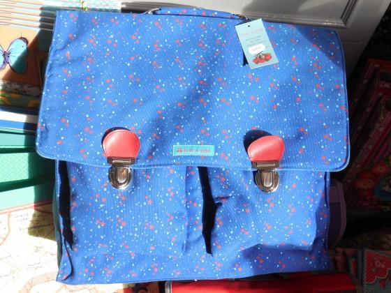 Cartable en coton bio, lanières réglables dos, 37x33x12 cm, en promotion à 37,20 euros