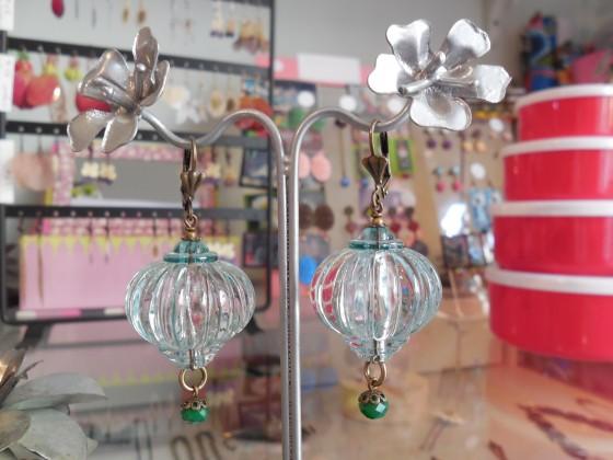 Boucles Montgolfières Julie Sion (verre et laiton, 35 euros)