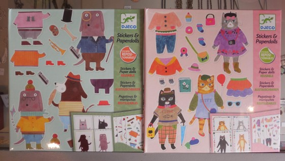 Stickers et paperdolls (adhésifs repositionnables, 7,50 euros)