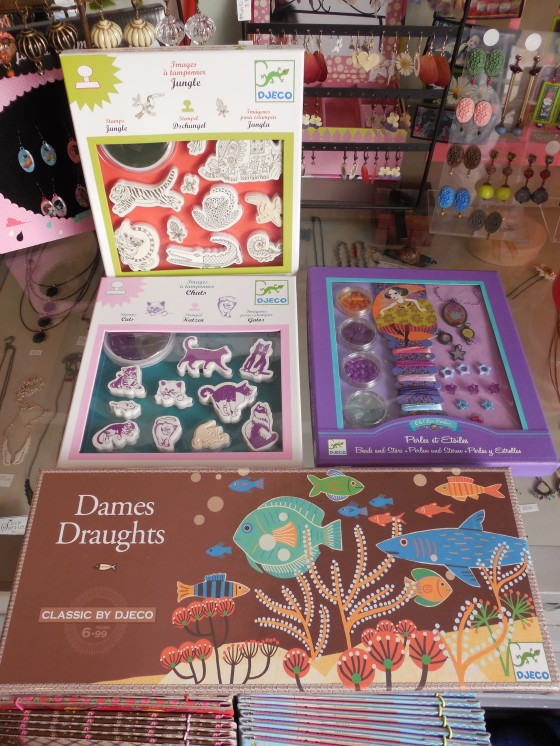 Tampons chats ou jungle (12,50 euros), Jeu de dames (15 euros)
