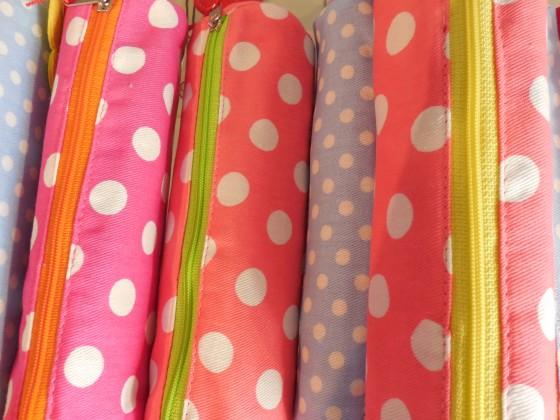 De nouveaux coloris tout doux sur les trousses rondes en coton (9 euros)