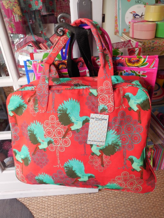 Sac week-end colibri rouge (53 euros)