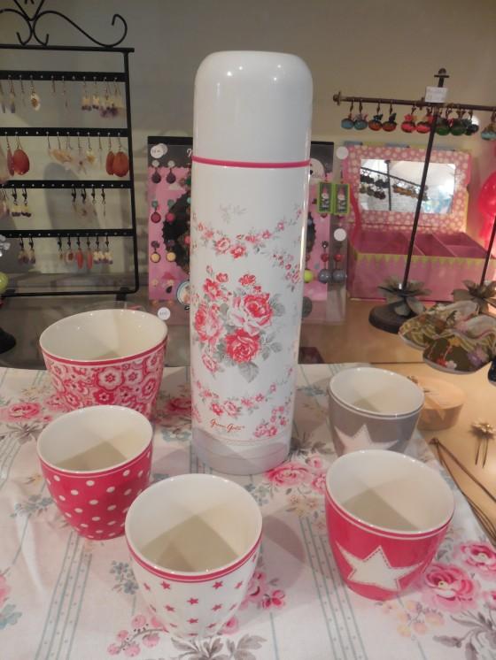 Thermos Coco (800 ml, 26,90 euros), mini latte cups (8 euros), latte cup (12 euros) torchon (7 euros)