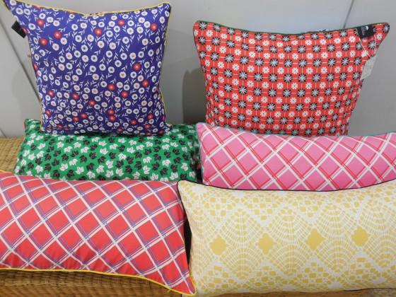 Coussins coton verso (40x40 cm : 37,90 euros, 50x50 cm et 30x60 cm : 39,90 euros)