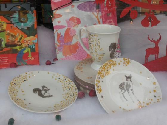 Une trop TROP jolie tasse/mug assortie aux petites assiettes (13,50 le mug dans sa boîte, 19,90 euros le coffret de 2 petites assiettes)