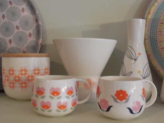 Mugs (13,50 euros), pot PM (17,50 euros), vases (25 et 35 euros)