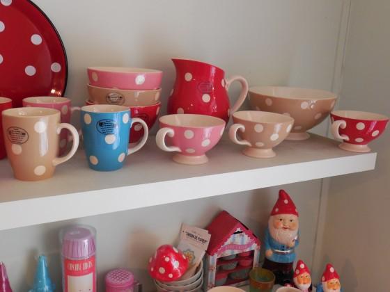 Broc (32,50 euros), mugs (10 euros), mini jumbos à anse (12,50 euros), grands bols à talon (13,90 euros)