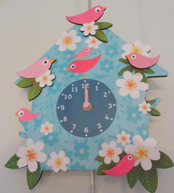 Horloge en bois (fonctionne avec 2 piles LR, 31x26 cm, 28,50 euros)