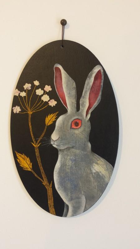 VH4 - Lièvre surpris (acrylique, crayon et collage sur bois (vernis mat) - format 13x21 cm, 190 euros)