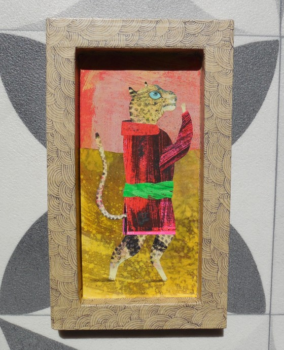 VH8 - Léo à la robe de chambre (acrylique, crayon et collage sur cadre carton, 10x17 cm, 120 euros)